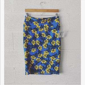 LuLaRoe Cassie floral print skirt sz: Med NWT